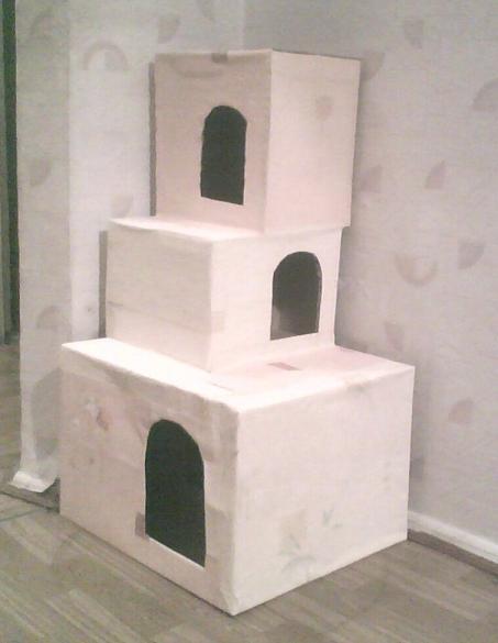 Домики для кошек из коробки своими руками фото