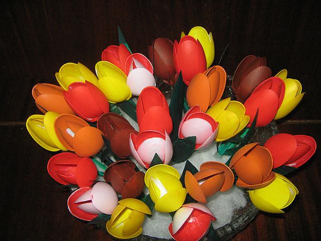 Тюльпаны из пластиковых ложек своими руками мастер класс фото