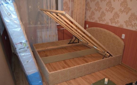 Кровать своими руками с подъемным механизмом