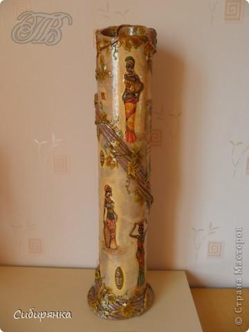 Приветствую жителей Страны Мастеров! Хочу показать вам мою поделку.  Делалась ваза долго, с большими перерывами. Высота сего сооружения 70 см. и диаметр 12см.  Материал использовала бросовый - это кусок от шпульки для линолиума, а так же  смесь гипса и безусадочной шпаклёвки,  холодный фарфор, салфетка всем известная и многими просто любимая, кракелюр на ПВА,  кракелюрная пара 753-754 для мелкого кракелюра, пара739-740 для крупного, пигмент золотой для затирки,  акриловые краски различных цветов, лак акриловый, на финиш лак паркетный.  Первые четыре фотографии, это вид со всех сторон. . Фото 1
