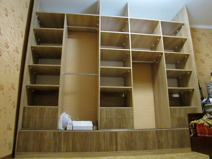 Как самому собрать встроенный шкаф купе