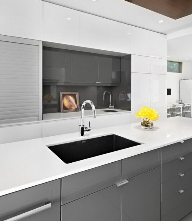 Бело серая кухня дизайн