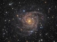 «Хаббл» зафиксировал звездные струи спиральной галактики