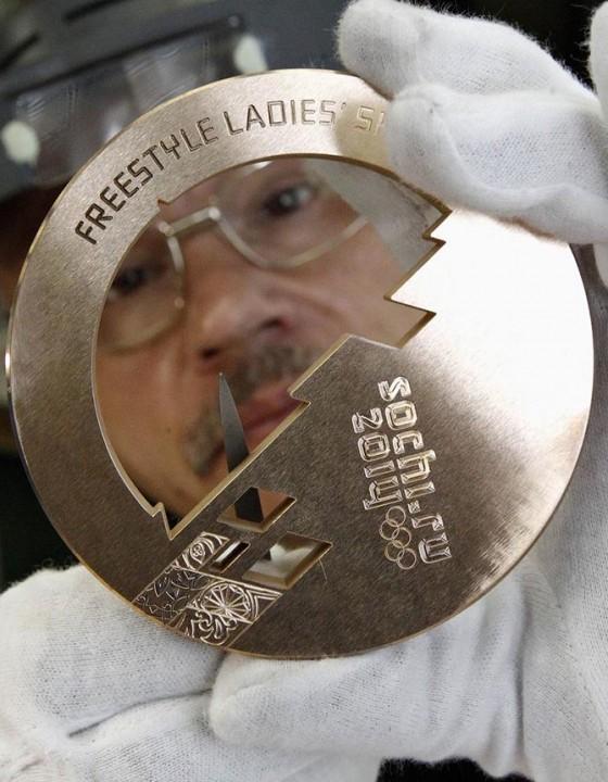 Как делают олимпийские медали