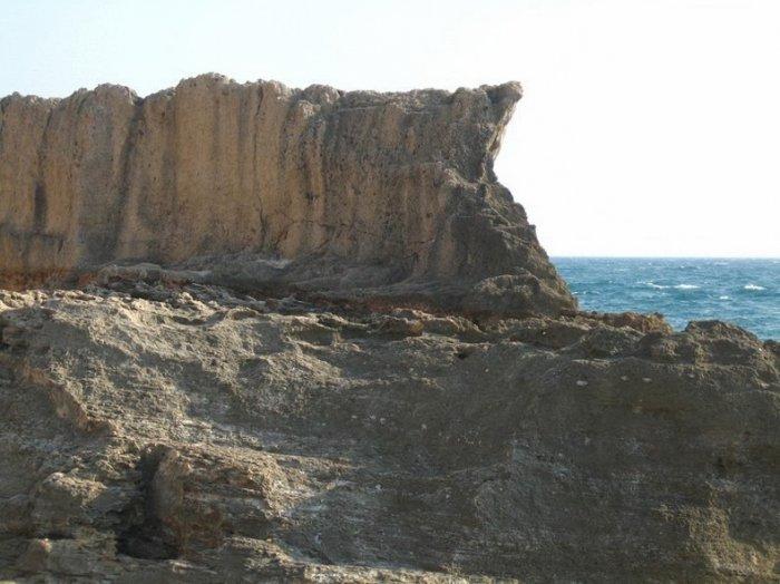 Самый древний в мире волнорез
