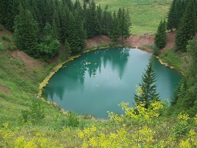 Озеро карстового происхождения Морской глаз (Марий Эл, Россия