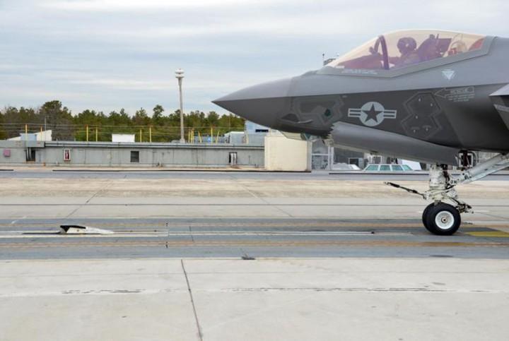 Истребитель F-35C Lightning II на EMALS