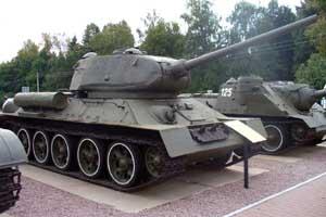 Танк Т-34-85 1944 г. выпуска на площадке у музея История танка Т-34 на Дмитровском шоссе