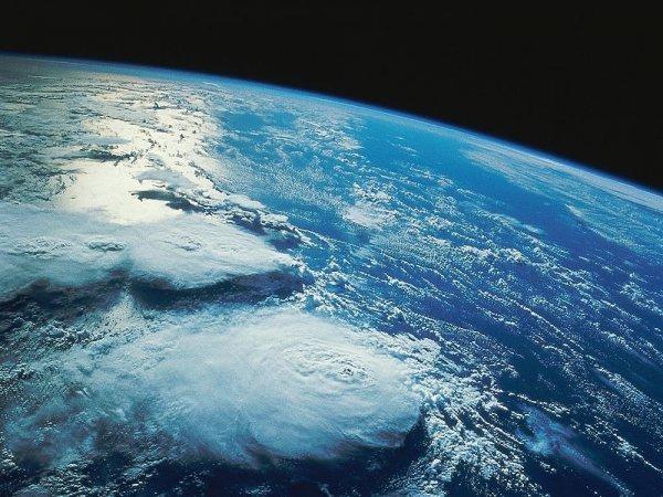 Как ни странно, на первом месте — наша родная планета. Астрономы поставили ей самый высокий балл. Согласитесь, что наша планета наиболее похожа на Землю