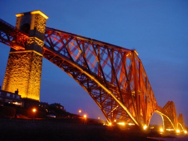 Железнодорожный мост через Фёрт-оф-Форт ночью