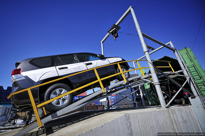 Сборка автомобилей Toyota Land Cruiser Prado во Владивостоке