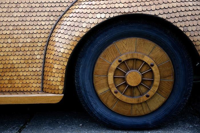 Все детали изготовлены из тёплого и благородного светло-коричневого дуба