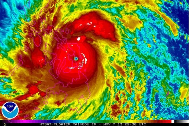 Hình ảnh đáng sợ về siêu bão mạnh nhất hành tinh 2