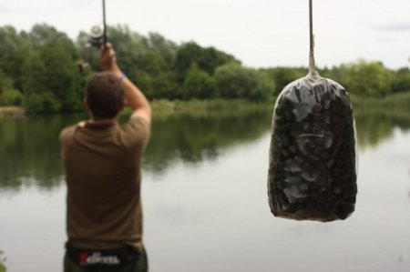 ПВА пакеты для рыбалки. Монтаж с ПВА пакетом. Как ловить карпа при помощи ПВА пакетов