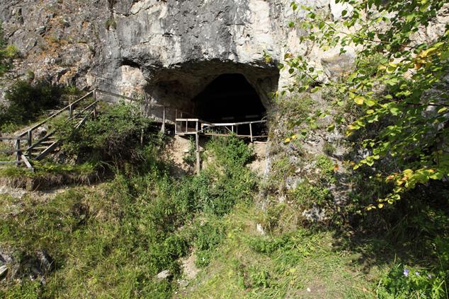 В этой пещере на Алтае были обнаружены останки «денисовского» человека, изменившие представления ученых о том, как жили древние люди.