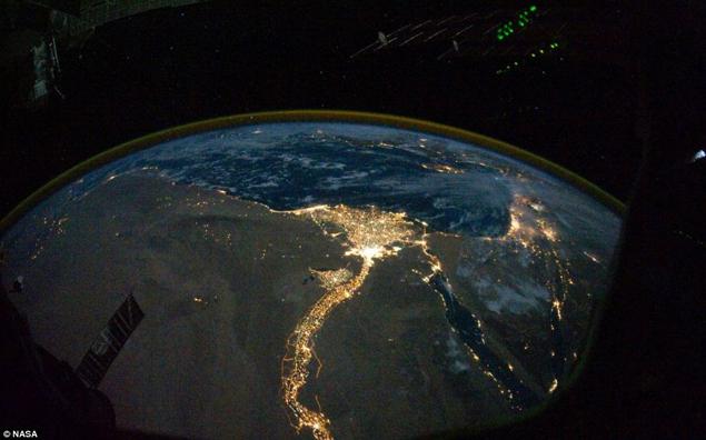 На Земле пока много света. Он может погаснуть. Снимок с борта МКС
