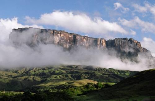 Гора Рорайма — это поистине незабываемый отдых и масса приятный впечатлений
